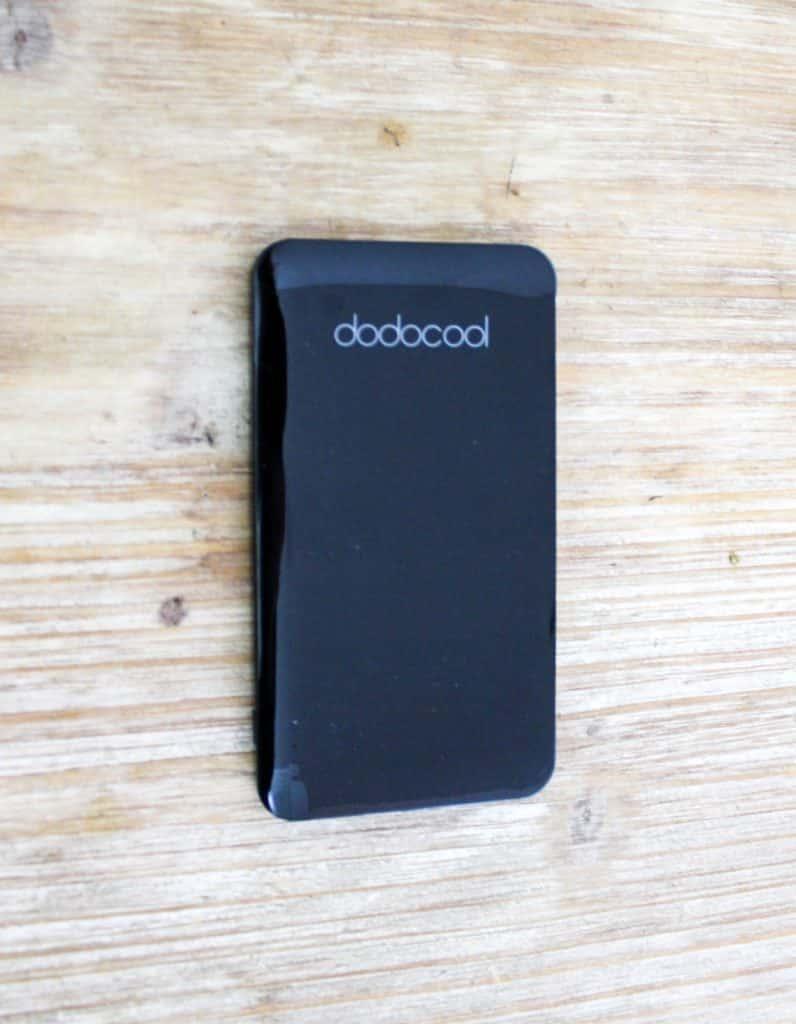 dodocool 5000 mAh Batterie Externe/Chargeur portable Petit Léger 2 Port USB avec 40 cm Micro-USB et Câble amovible et Lightning Cable, Noir