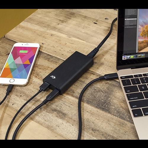 NuPower USB-C Power Adapter pour recharger votre Macbook et votre iPhone en même temps